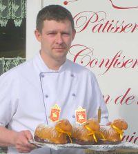 Pâtissier Pascal Malyszka, Vieux-Ferrette (F) mit seinen Produkten